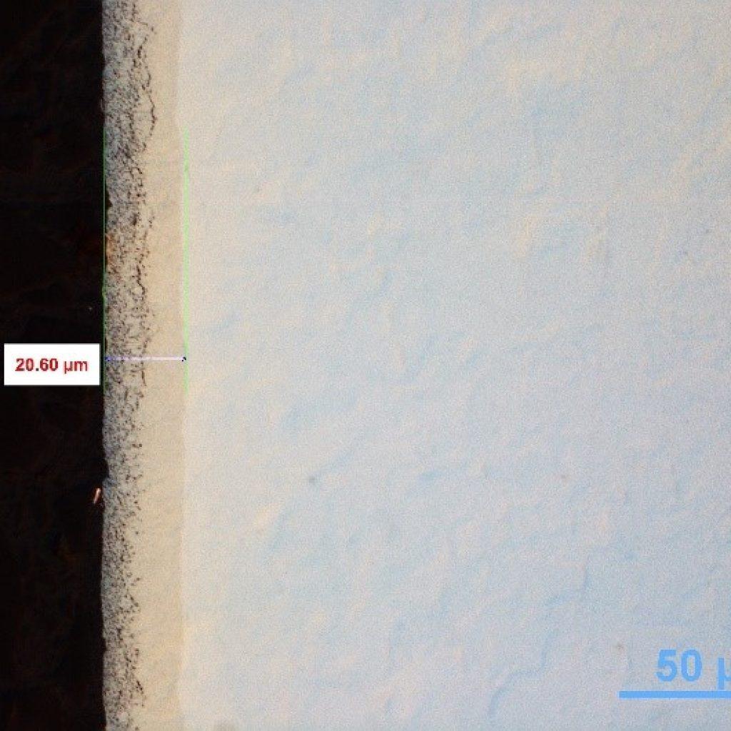 Micro 500x di uno strato di coltre bianca ottenuto con nitrurazione gassosa